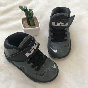 Children's Nike Lebron Sneaker Shoes Sz 7c Gray